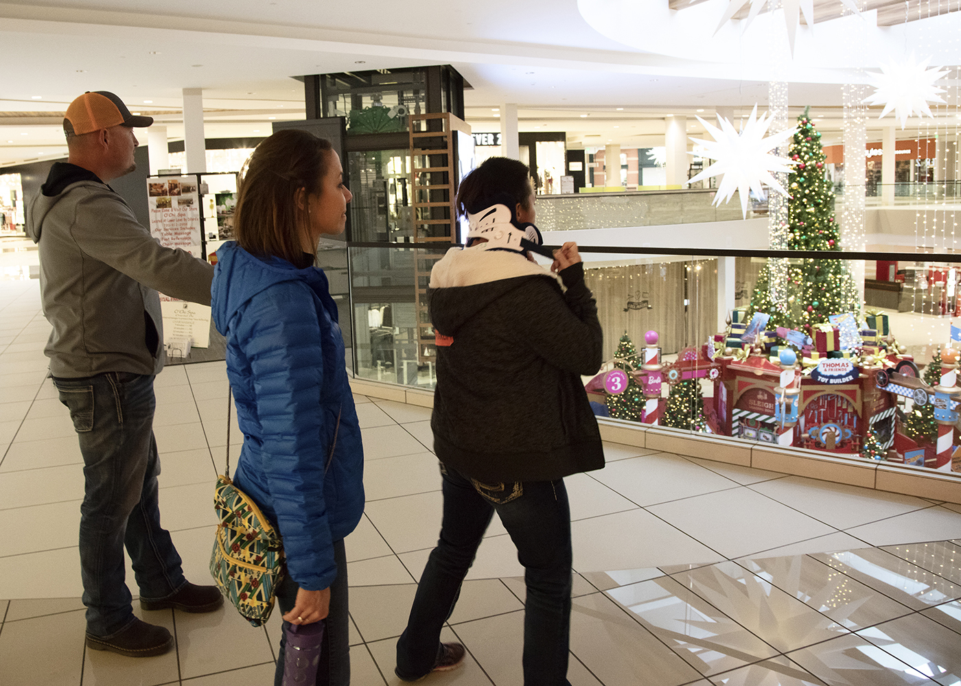 Craig Hospital outpatient brain injury community recreation group attends Holiday Shopping Trip