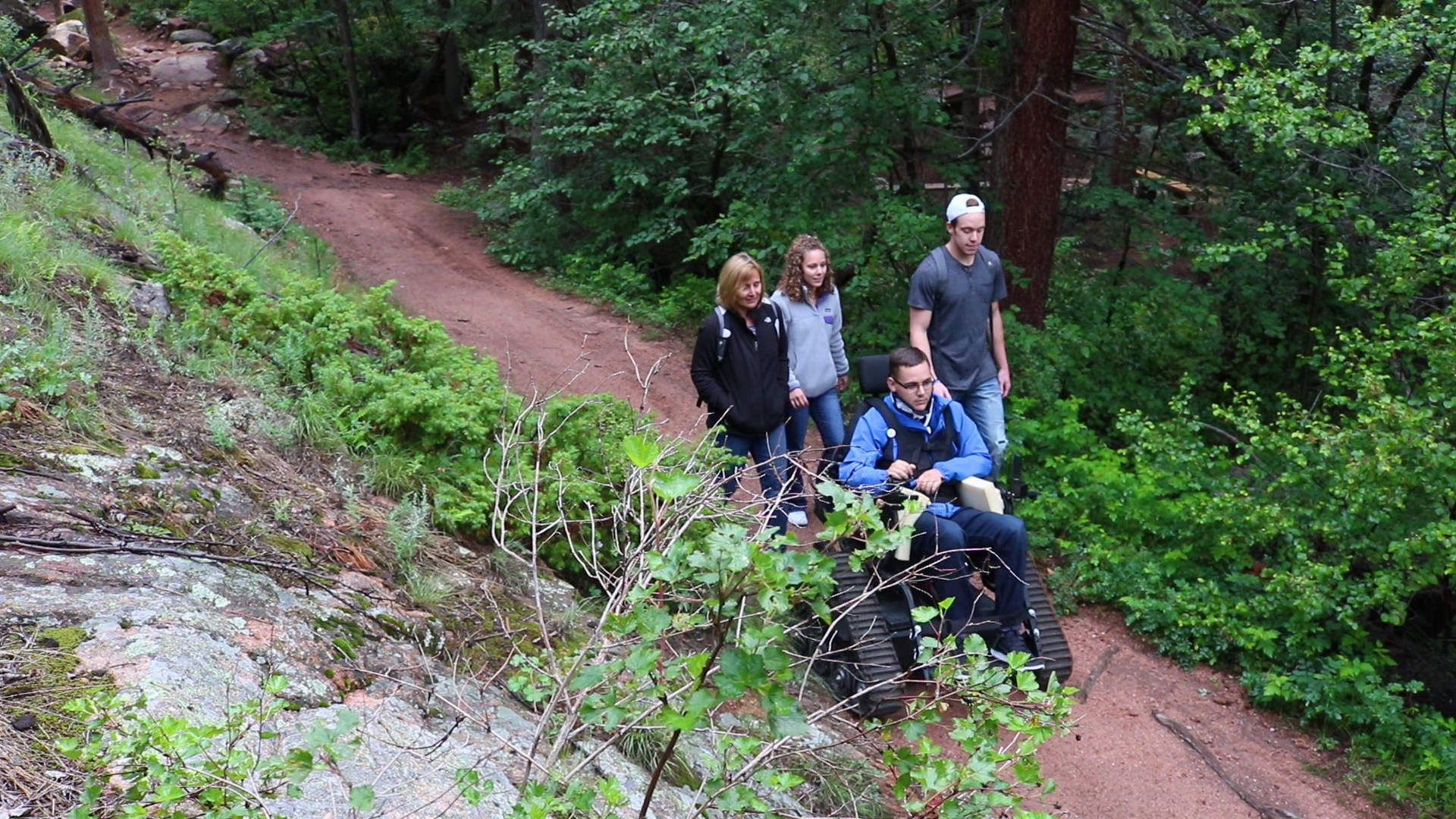 Spinal cord injury and brain injury patients hiking with the therapeutic recreation program at Craig Hospital